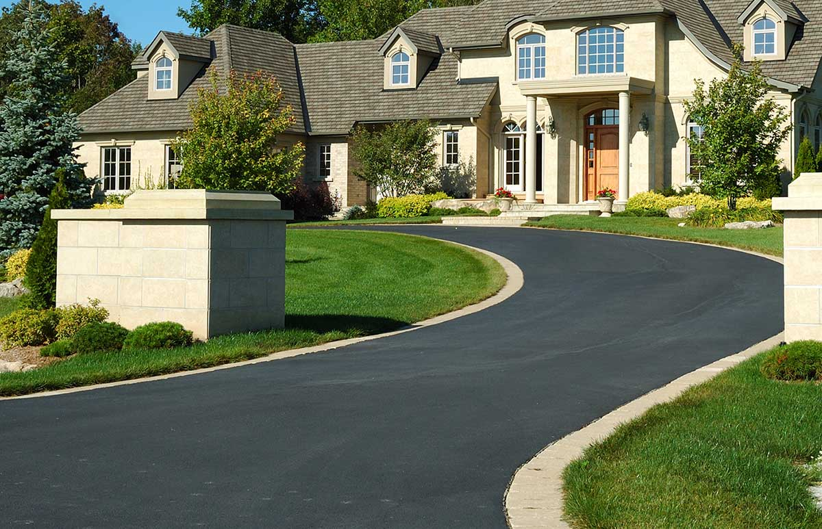 LL-Pelling-large-private-residential-asphalt-driveway