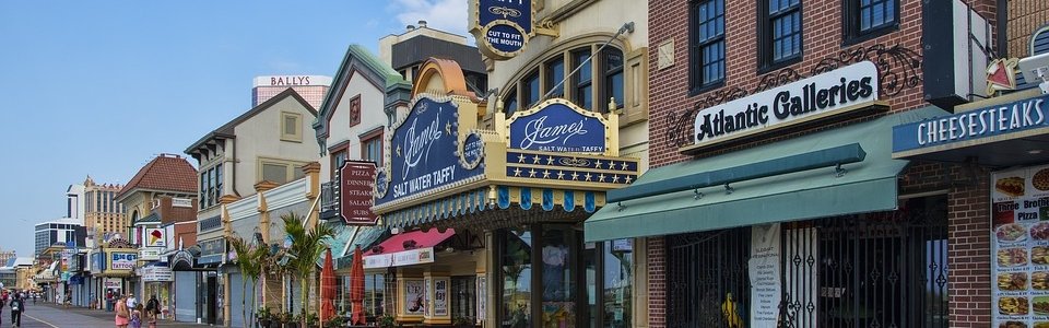 Beautiful pedestrian street in New Jersey where you can walk and think about organizing your NJ move.