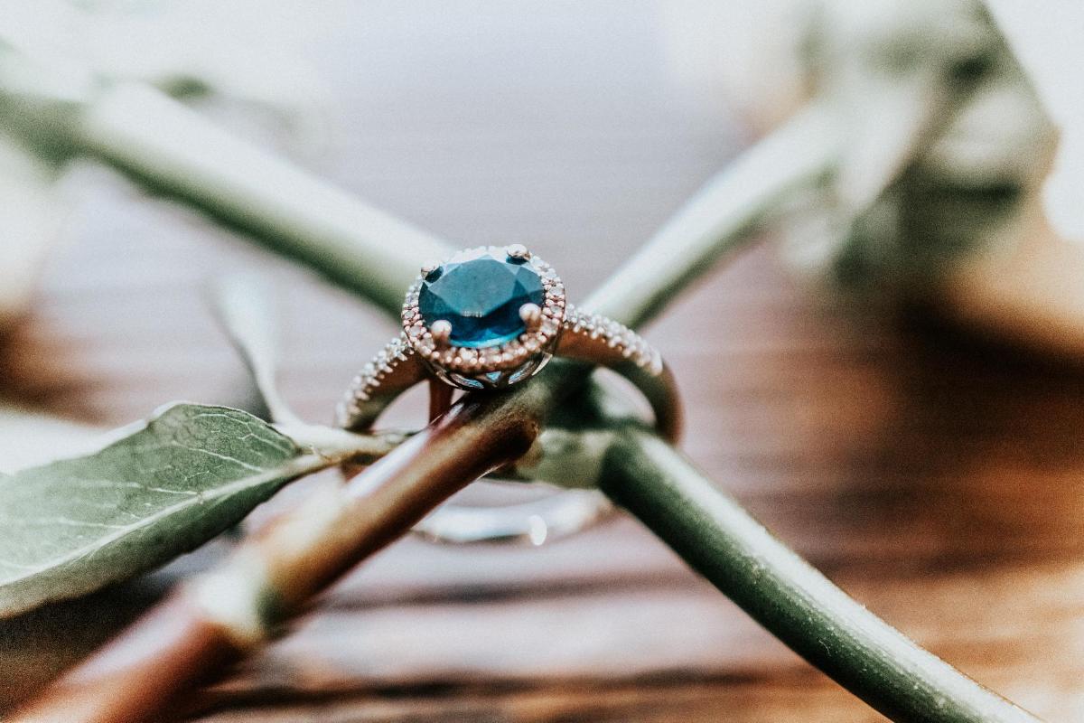 sapphire diamond ring